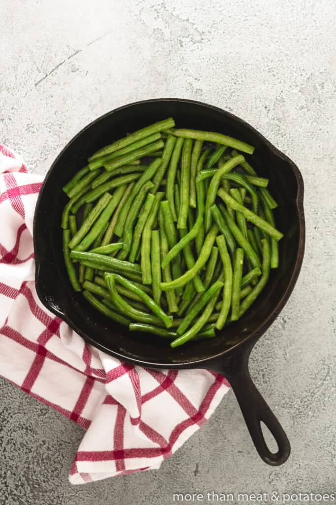 Green beans in a skillet with bacon grease.