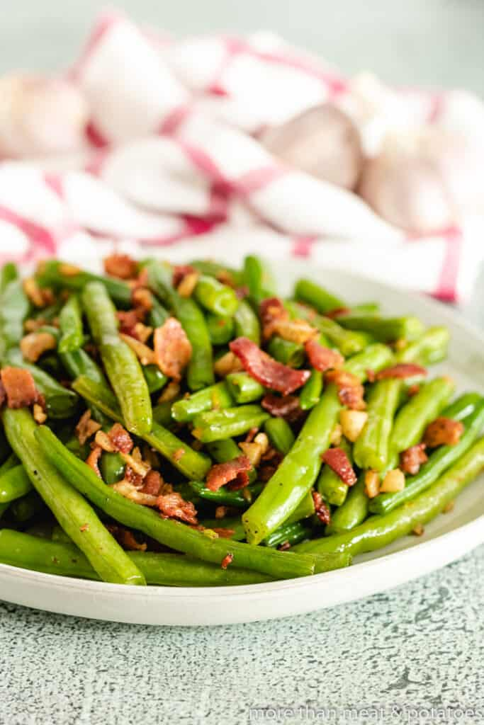 The green beans served with bacon and garlic.