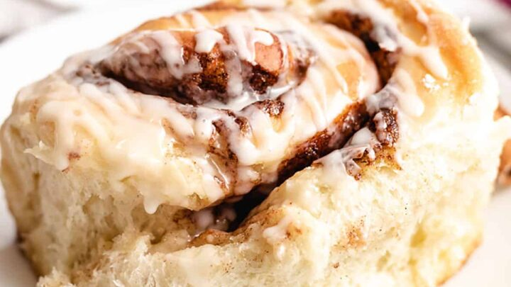 Sourdough cinnamon rolls featured image recipes