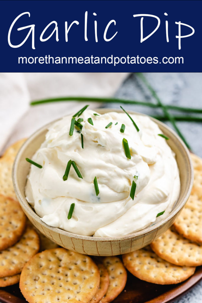 Garlic dip with fresh chives and crackers.