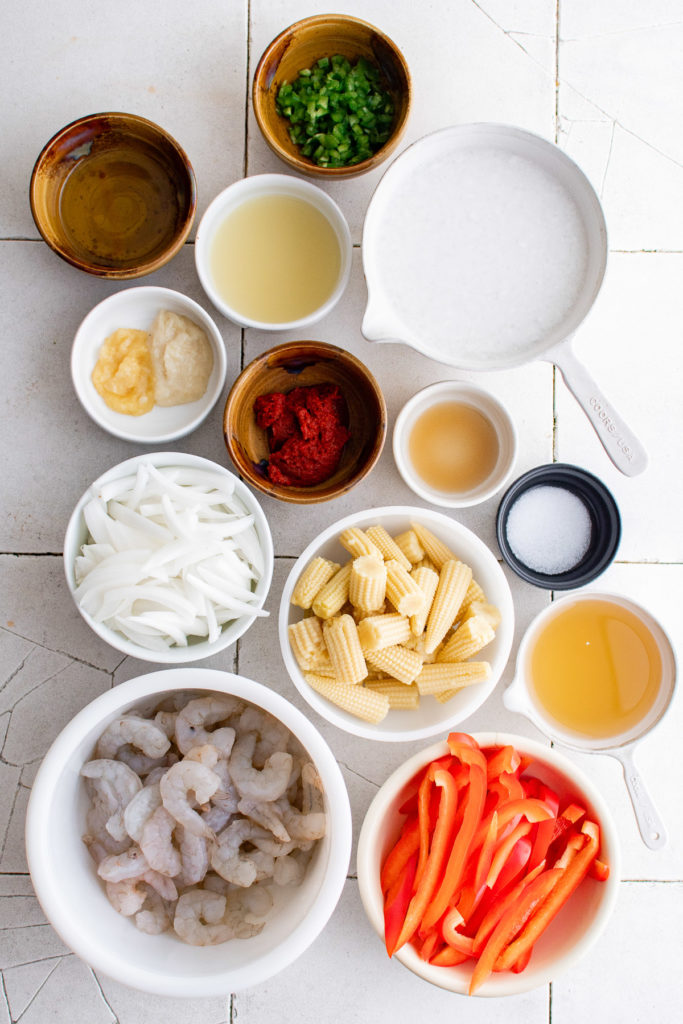 Ingredients needed for shrimp curry.